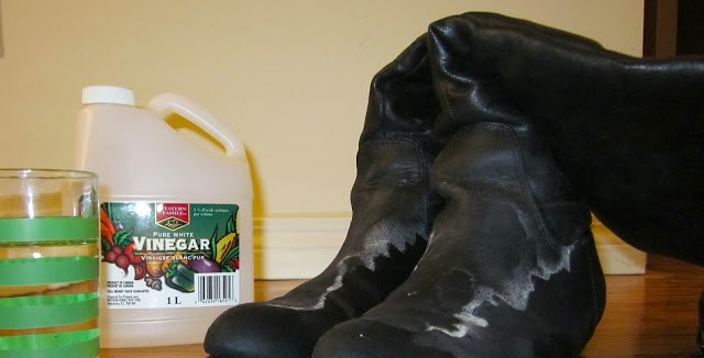 How to Remove Salt Stains from Leather Shoes with Vinegar
